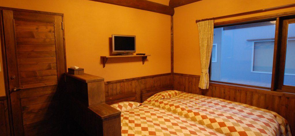 guest-rooms-pension-woody-note-hirfu